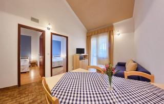Apartament z dwoma sypialniami i balkonem 4+1 plus