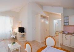 Luksusowy Apartament studio z balkonem i widokiem na morze
